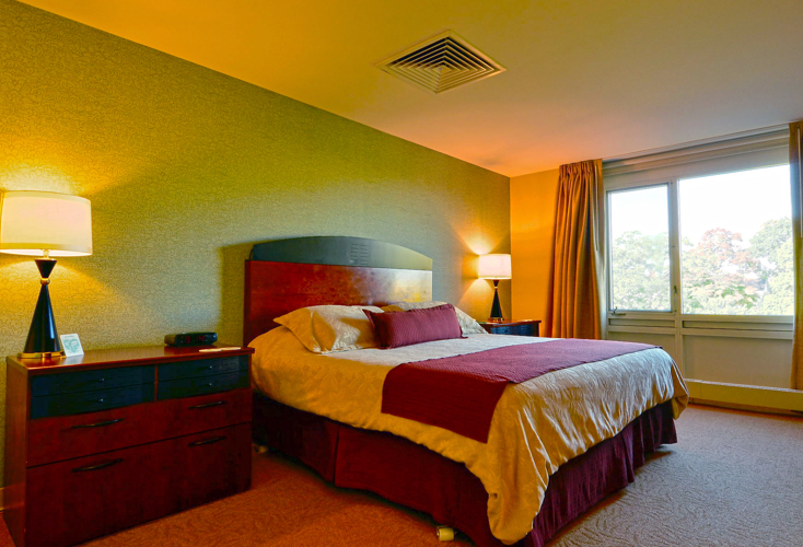 hotel room with king bed and night stands